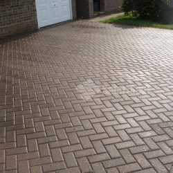 image of block paving after cleaning and sealing in southport merseyside www.driveway-cleaning.co
