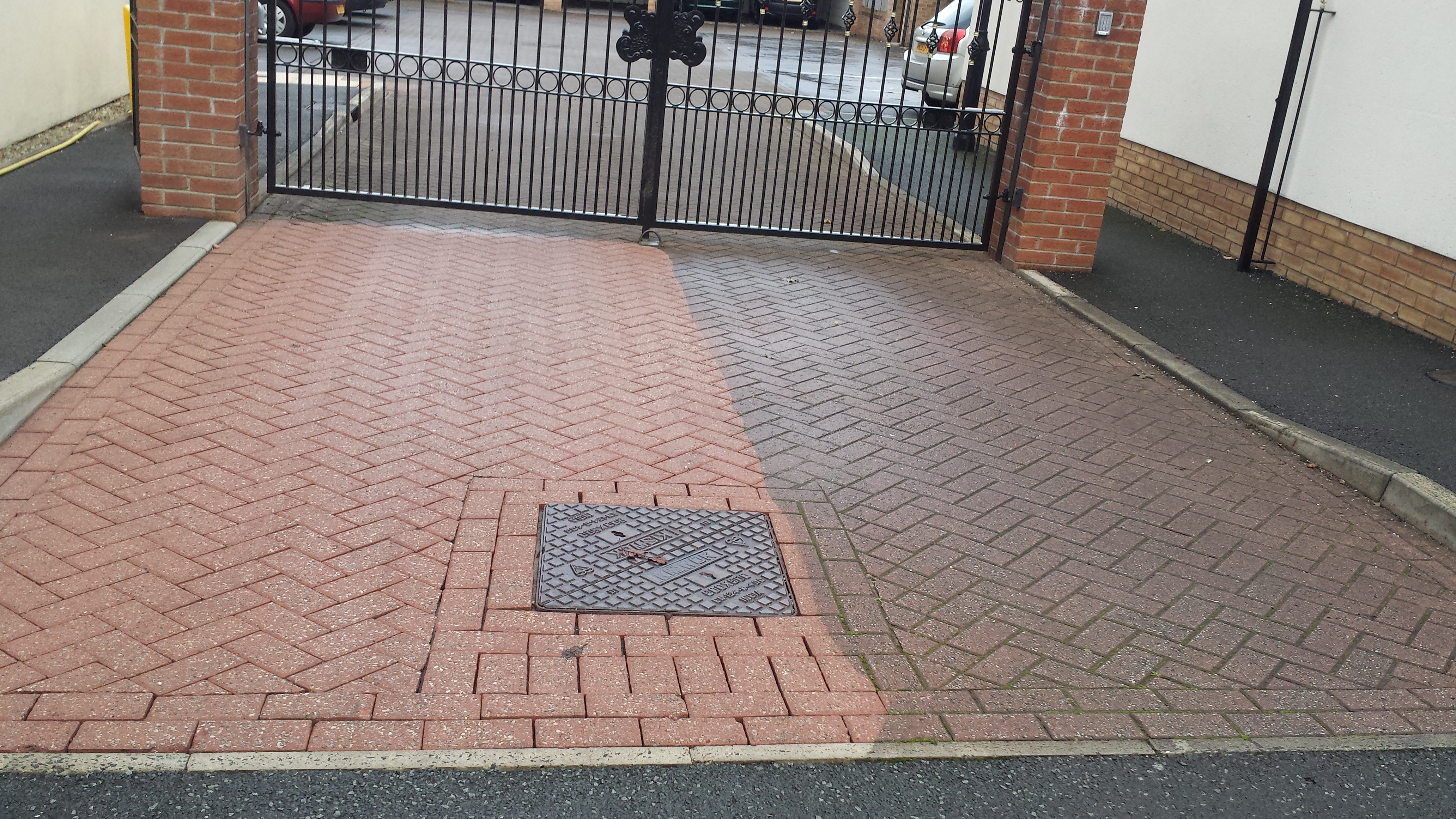 image of block paving cleaning southport merseyside www.driveway-cleaning.co